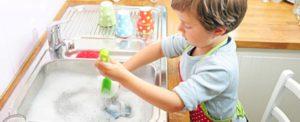 Как приучить ребенка к самостоятельности.Приучаем ребенка мыть посуду.