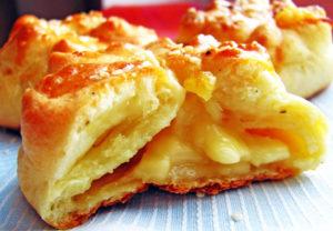 Как приготовить сырные пампушки