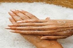 Как пользоваться пилинг-средством для рук