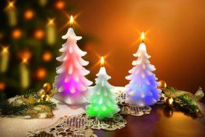 Украшение новогоднего стола с помощью свечей