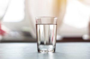 5 причин пить воду по утрам