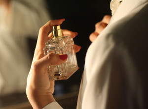 Как удалить пятна от духов