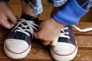 Спасаем шнурки при помощи лака для ногтей. Как спасти растрепанные шнурки