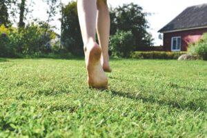 ходьба босиком